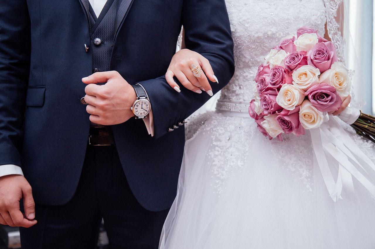 Brautpaar Arm in Arm